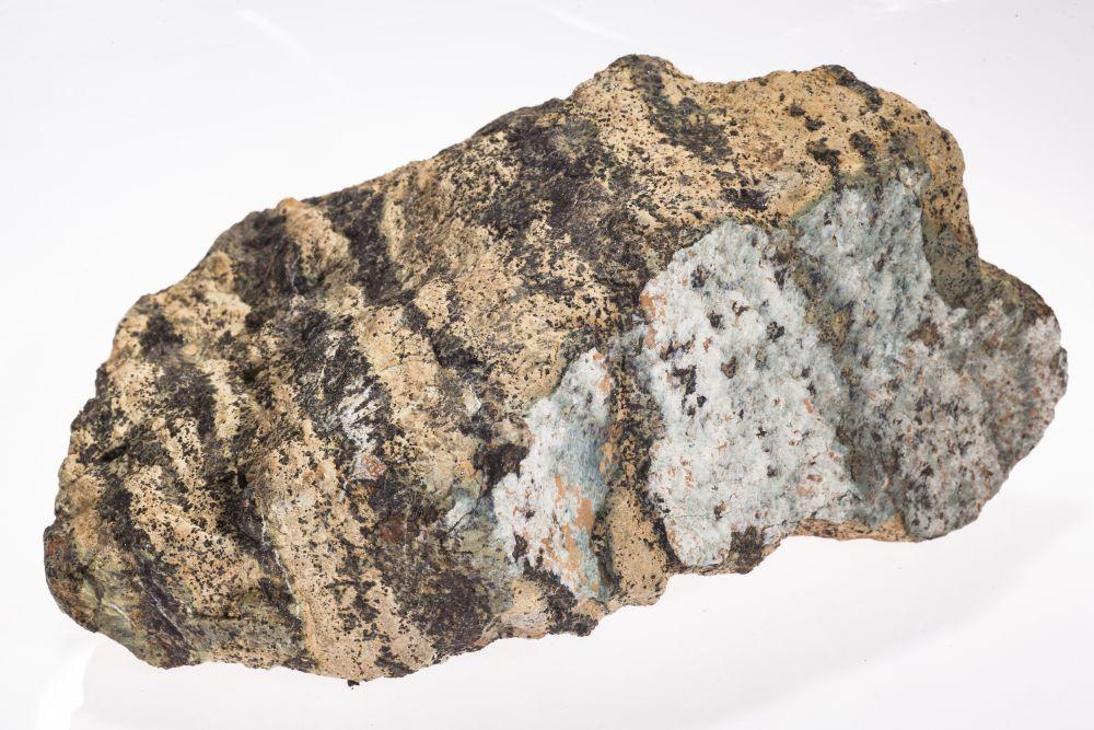 Chromite - Wikipedia  |Chromate Mineral
